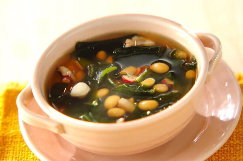 タコと大豆のわかめスープ