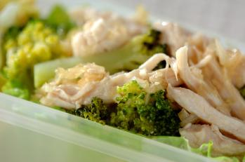 蒸し鶏とブロッコリーのネギソース