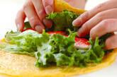 カニカマとグリーンリーフの卵巻きの作り方3
