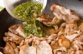 しっかり味なのにさっぱり!豚肉の梅しそソース和えの作り方3