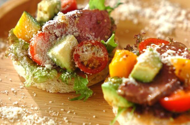 ローストビーフと野菜のオープンサンド