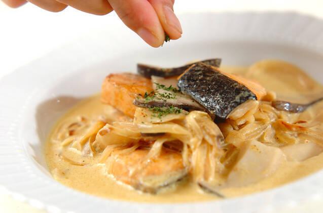 鮭とエリンギのカレークリーム煮の作り方の手順4