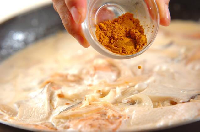 鮭とエリンギのカレークリーム煮の作り方の手順3