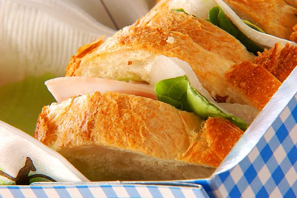 フランスパンで作るハムサンド