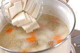 豆腐と根菜の麦みそ汁の作り方2