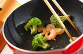 エビとブロッコリーのアンチョビ炒めの作り方2