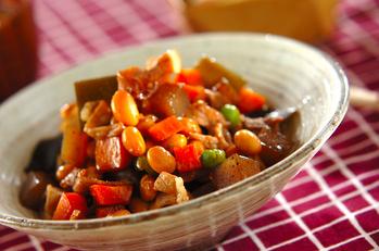 豚肉入り大豆の煮物
