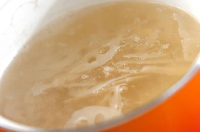 ちくわとレンコンのみそ汁の作り方の手順3