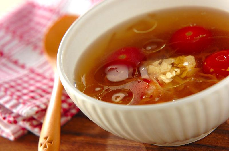 2. ガーリックオイルがけコンソメスープ