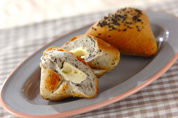 黒ゴマカマンベールパン