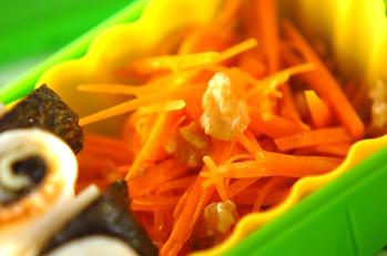 ニンジンとクルミのサラダ
