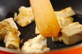 豆腐とキノコのカリカリ炒めの作り方3