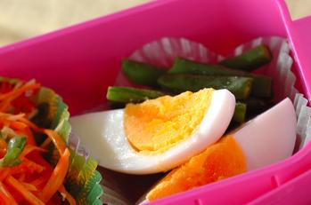 ゆで卵とサヤインゲン