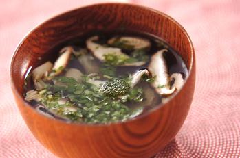 シイタケと湯葉のお吸い物