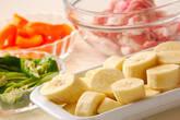 バナナとポークの炒め物の下準備1