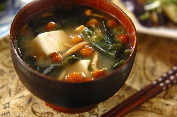 豆腐とナメコのみそ汁
