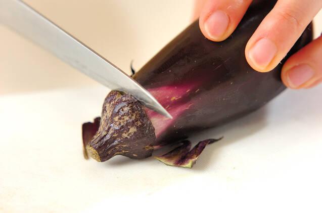 焼きナスの赤みそ汁の作り方の手順1