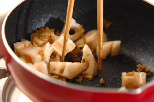 乱切りレンコンのザーサイ炒めの作り方の手順3