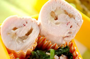 鶏むね肉のクルミチーズロール