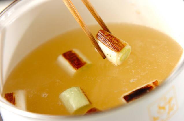 焼き白ネギとワカメのみそ汁の作り方の手順4