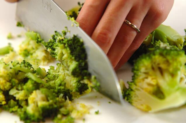 ブロッコリーとツナのホットサラダの作り方の手順1