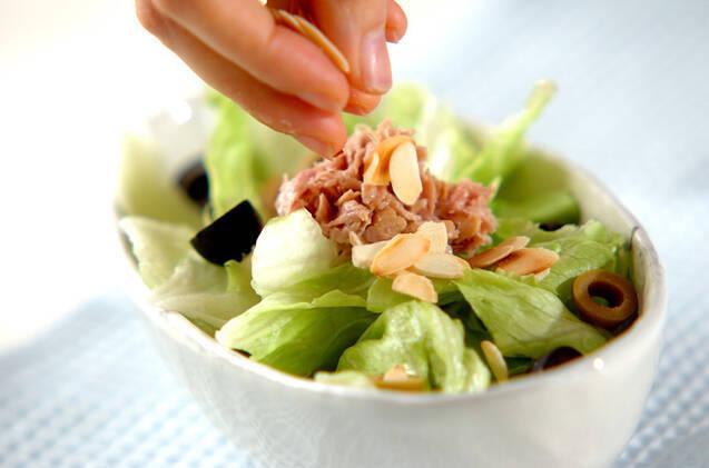 オリーブとアーモンドのサラダの作り方の手順4