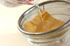 ナメコと油揚げの赤だしの作り方の手順2