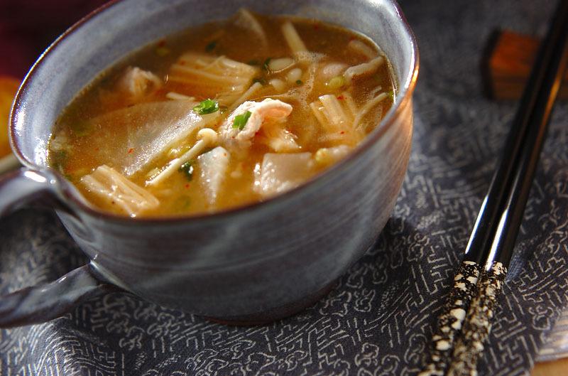 えのきや大根の入ったスープ