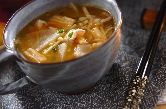 豚肉、えのき、キムチのスープ