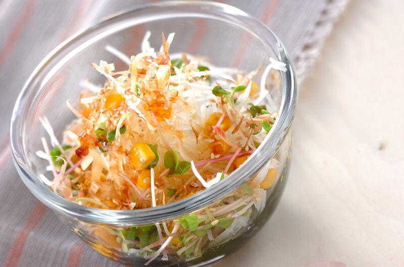 ポン酢醤油ドレッシングで食べる大根サラダ