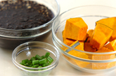 カボチャとヒジキのカレー炒め煮の下準備1