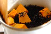 カボチャとヒジキのカレー炒め煮の作り方1