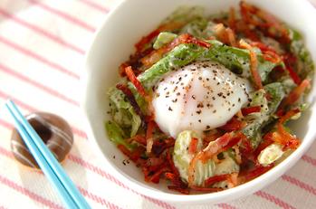ソラ豆と温泉卵のサラダ