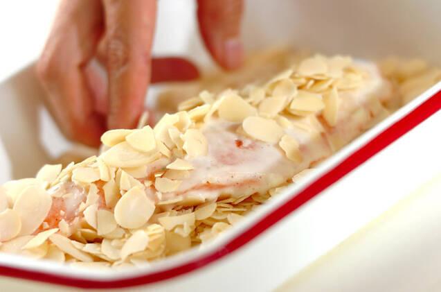 サーモンのアーモンド焼きの作り方の手順2