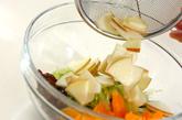 白菜とフルーツのサラダの作り方2