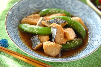 サワラとスナップエンドウのピリ辛煮