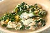 ニラと菊菜の卵とじ