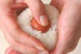 梅おにぎりの作り方4
