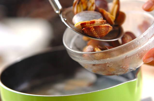 アサリと菊菜のスープの作り方の手順2