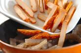 コンニャクとさつま揚げのきんぴら炒めの作り方1