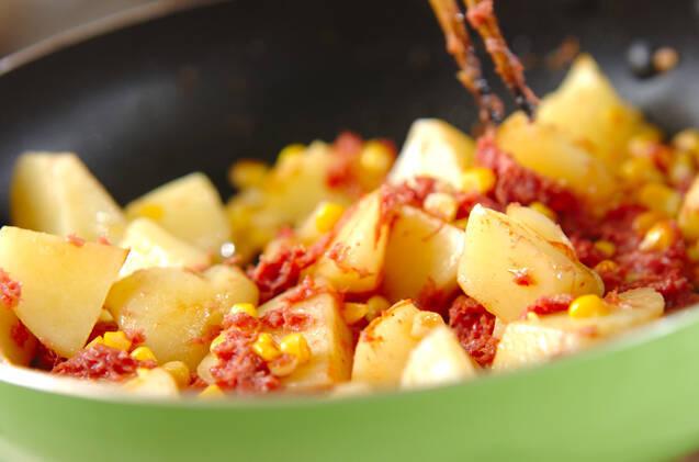 ジャガとコンビーフ炒めの作り方の手順5