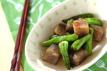 シシトウとコンニャクの炒め物