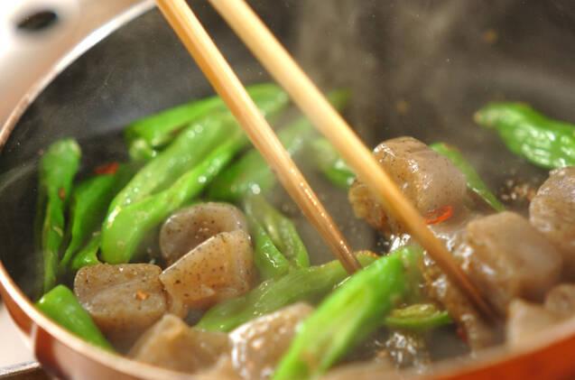 シシトウとコンニャクの炒め物の作り方の手順4