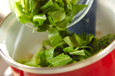 小松菜たっぷりのみそ汁の作り方1