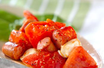 ソーセージとトマトの炒め物