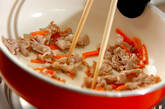 豚肉とニンニクの芽のピリ辛炒めの作り方1