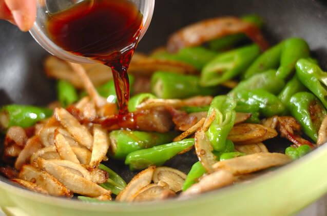 シシトウとゴボウの炒め物の作り方の手順5