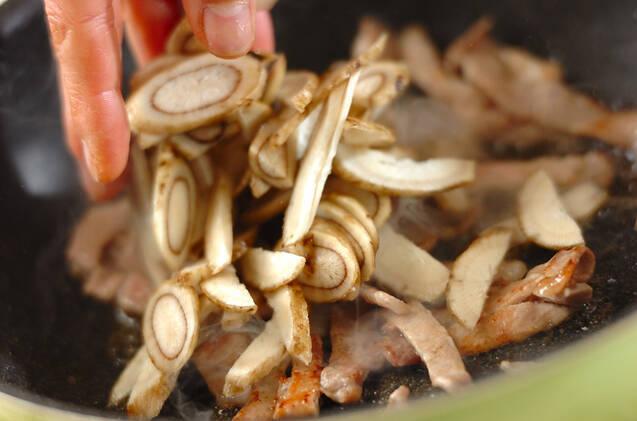 シシトウとゴボウの炒め物の作り方の手順4