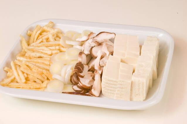 豆腐のゴマみそ汁の作り方の手順1