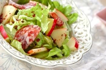 サラミとリンゴのサラダ